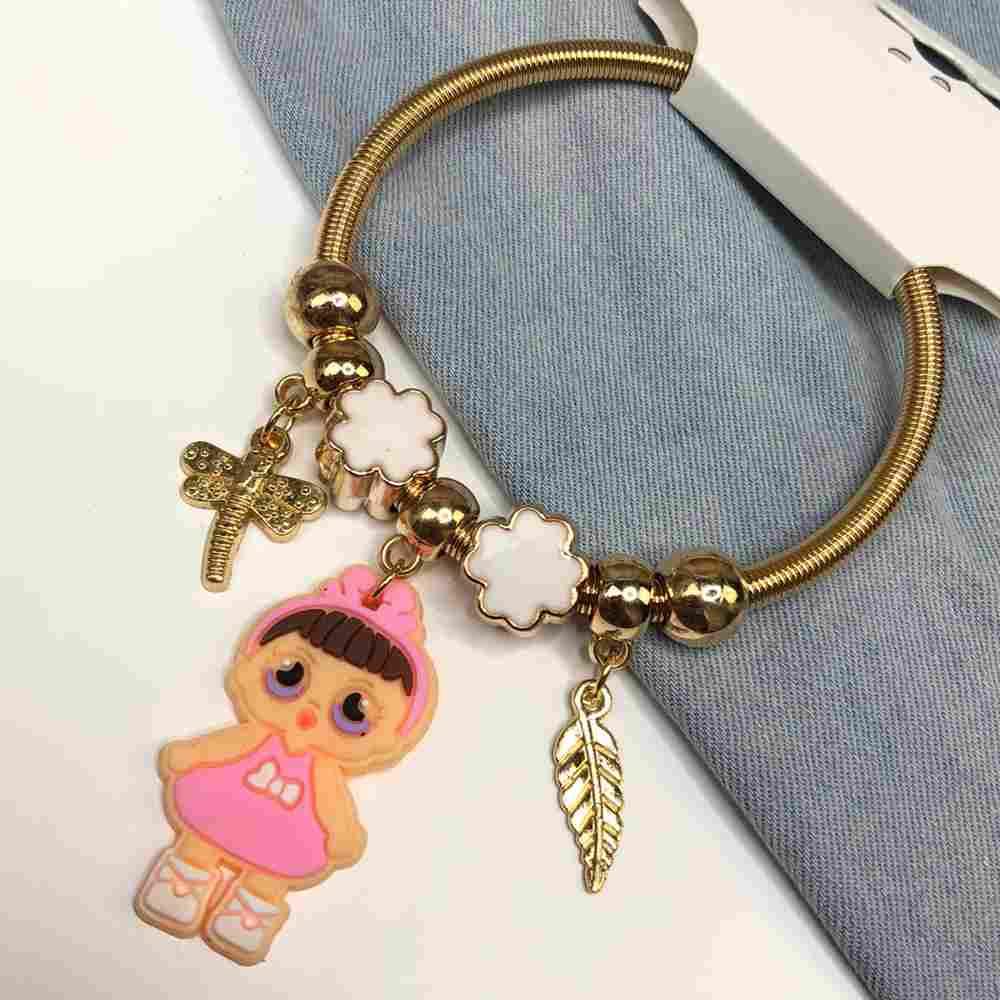Pulseira de berloques infantil dourado pingentes variados trevo da sorte esmaltado bonequinha vestido rosa