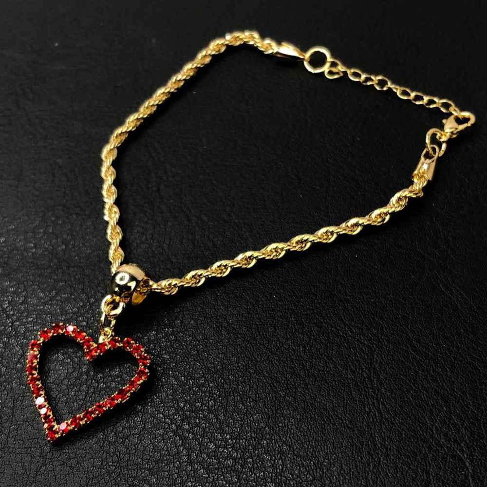 Pulseira folheada a ouro cordão baiano coração pedrarias strass vermelho