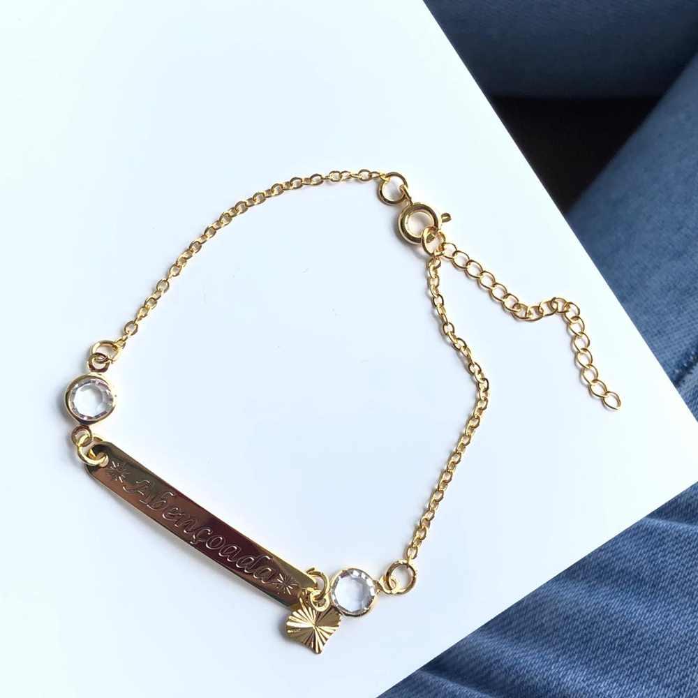 Pulseira folheada a ouro plaquinha abençoada com cristais e coração