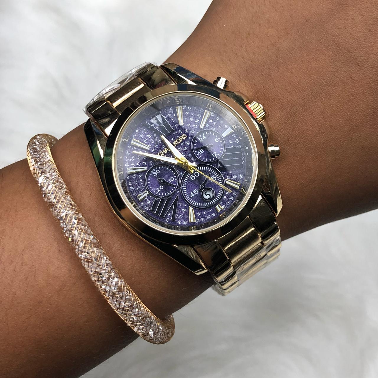 a0f423492eb Relógio Feminino Dourado Fundo Púrpura c  Calendário + Pulseira Solitária  Pedrarias