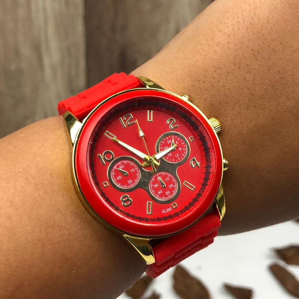 e5fe22711d4 Relógio Feminino Vermelho Detalhes Dourado Pulseira de Silicone ...