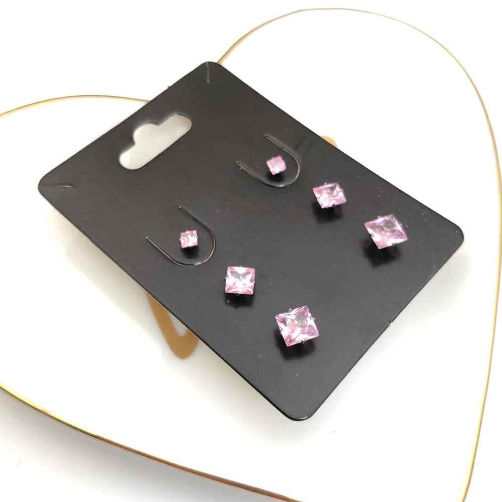 Trio de brincos em aço inox primeiro, segundo e terceiro furo quadradinho rosa bebê