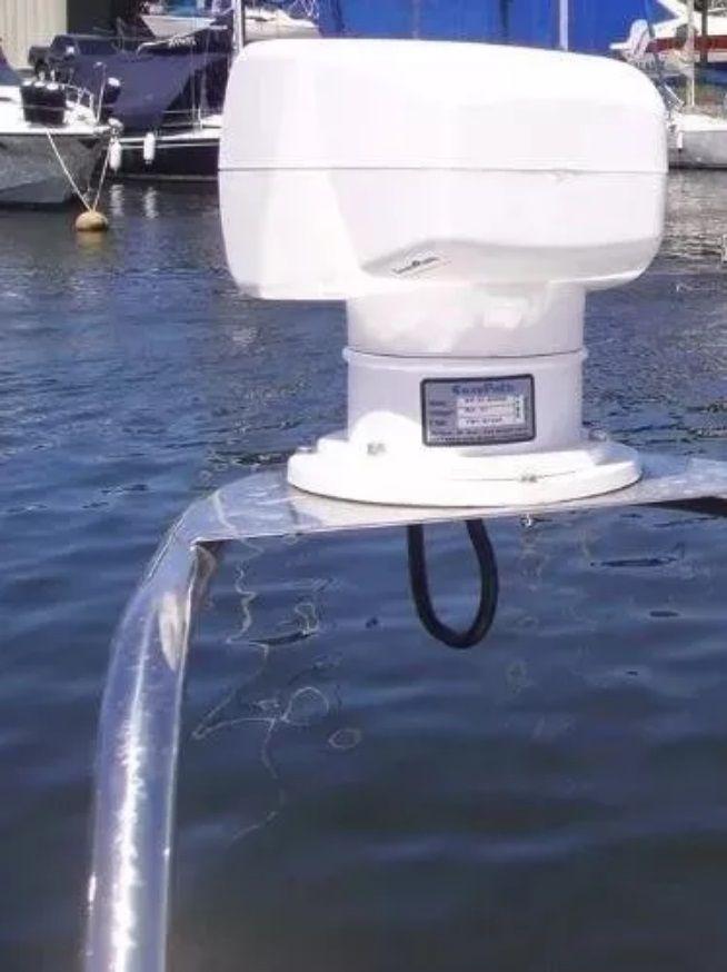 Farol de Busca Direcional Patrulha com Giro de 360 Graus e Controle 100W 12V para Embarcações