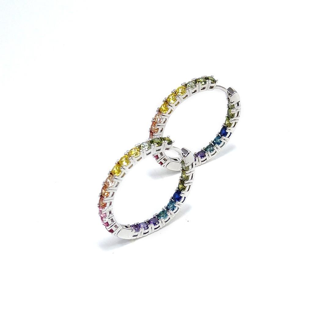 Brinco Argola Fina com Zircônias Color Rainbow banho a Ródio Branco