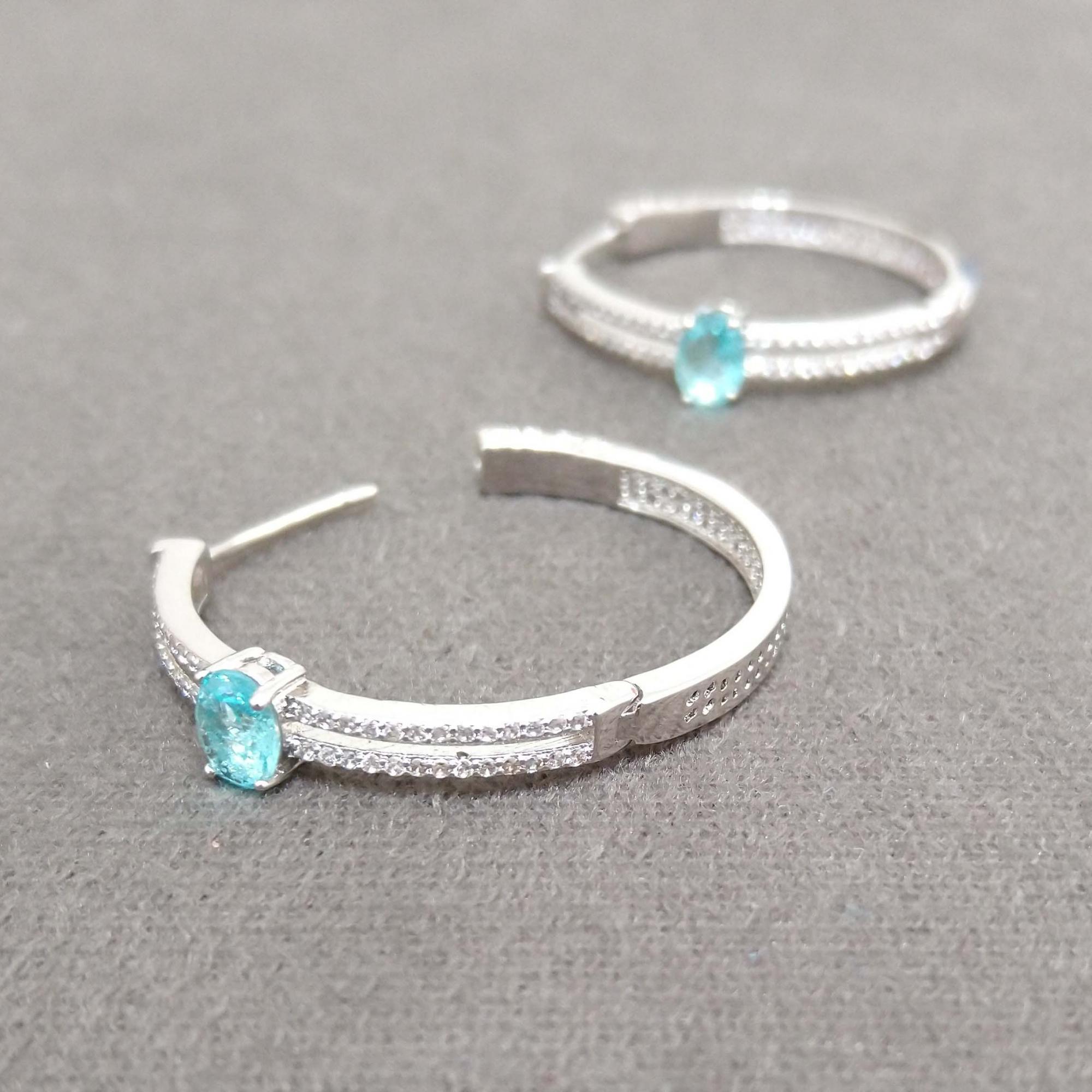 Brinco Argola Luxo Festa Cravejada com Cristal Azul Turquesa banho Ródio Branco