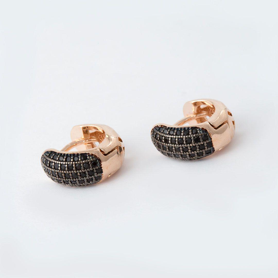 Brinco Argola Médio Cravejado com Zircônias Negras Banhado a Ouro Rosé e Ródio Negro