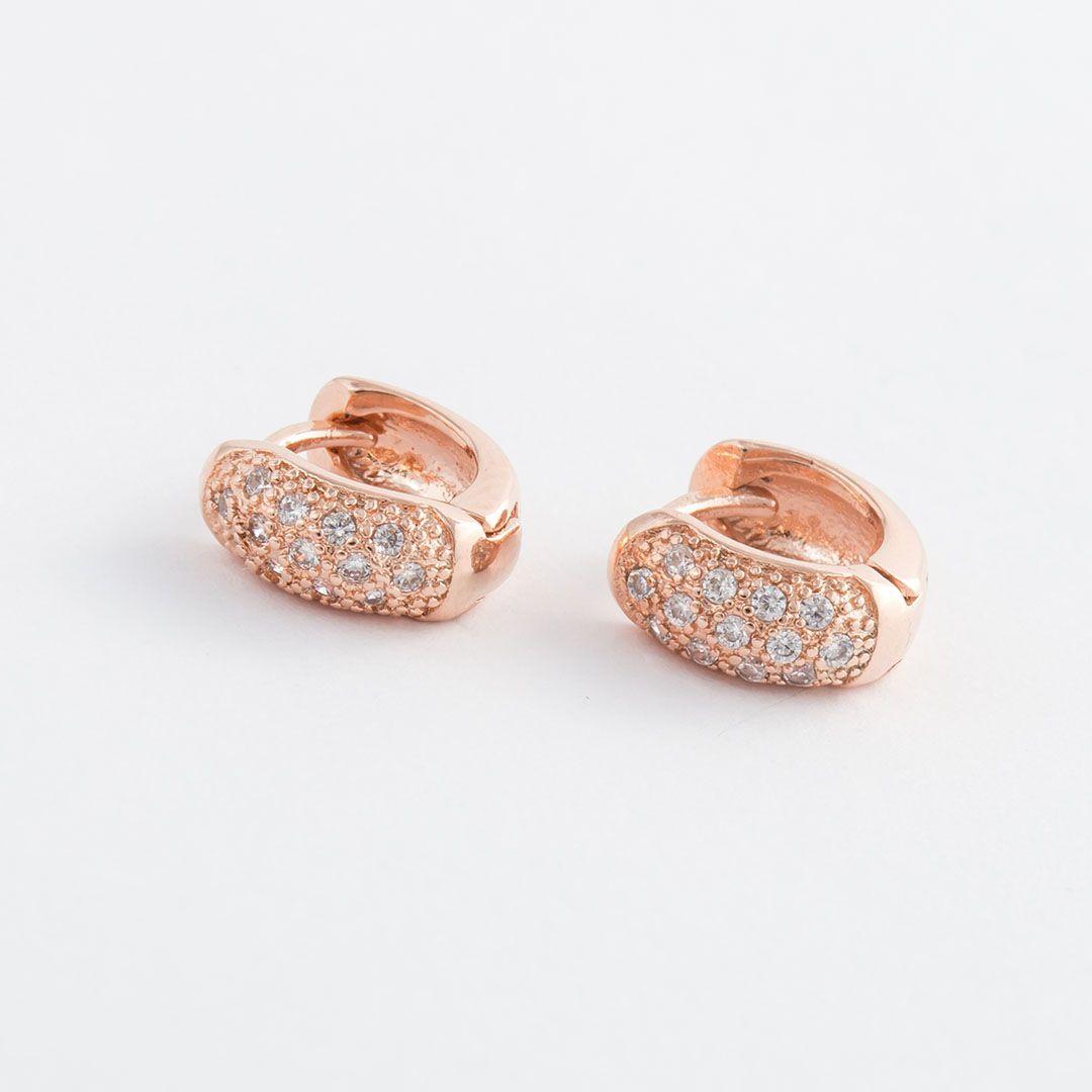 Brinco Argola Pequeno Cravejado com Zircônias Brancas Banhado a Ouro Rosé