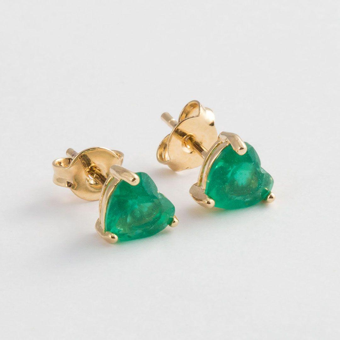 Brinco Coração Pequeno em Cristal Verde Esmeralda fosco com banho em Ouro Amarelo
