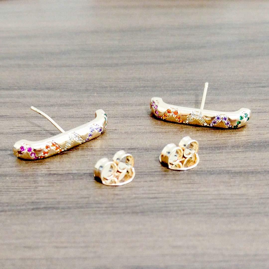 Brinco Earhook com Zircônias Color e banho Ouro 18k