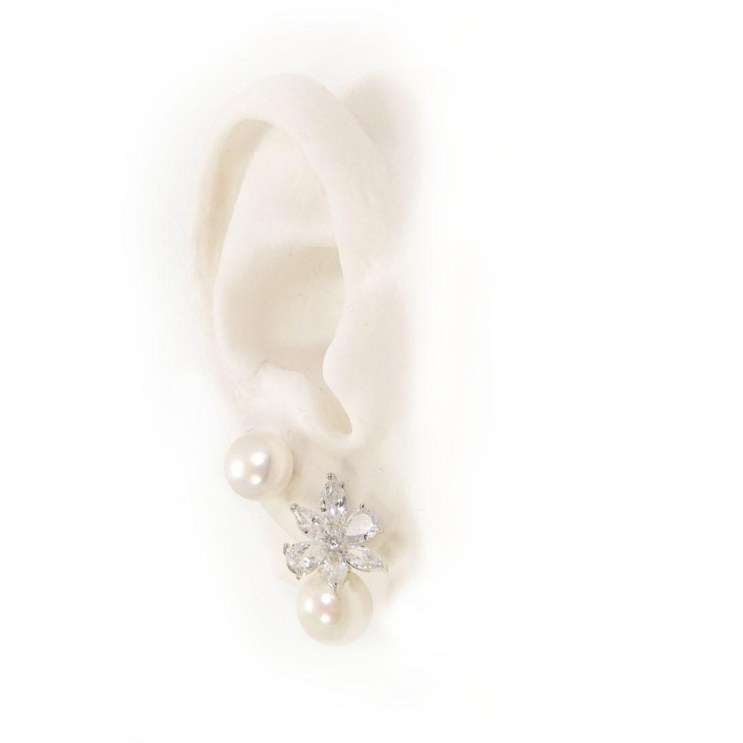 Brinco Luxo Flor de Navetes de Zircônia com Pérola banho Ródio Branco