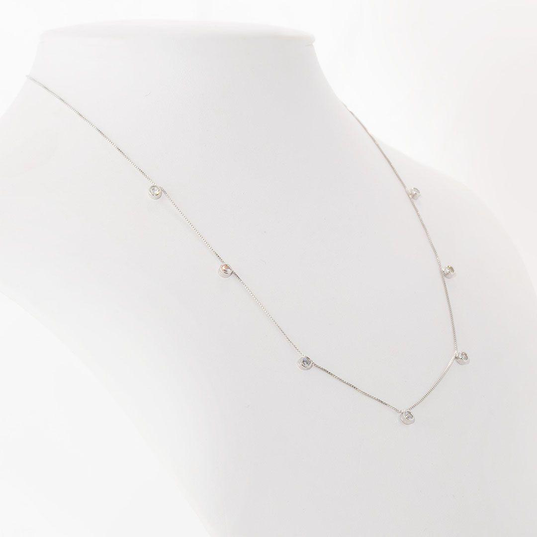 Colar com pingentes de Ponto de Luz estilo Tiffany em Zirconia Branca com banho em Ródio Branco