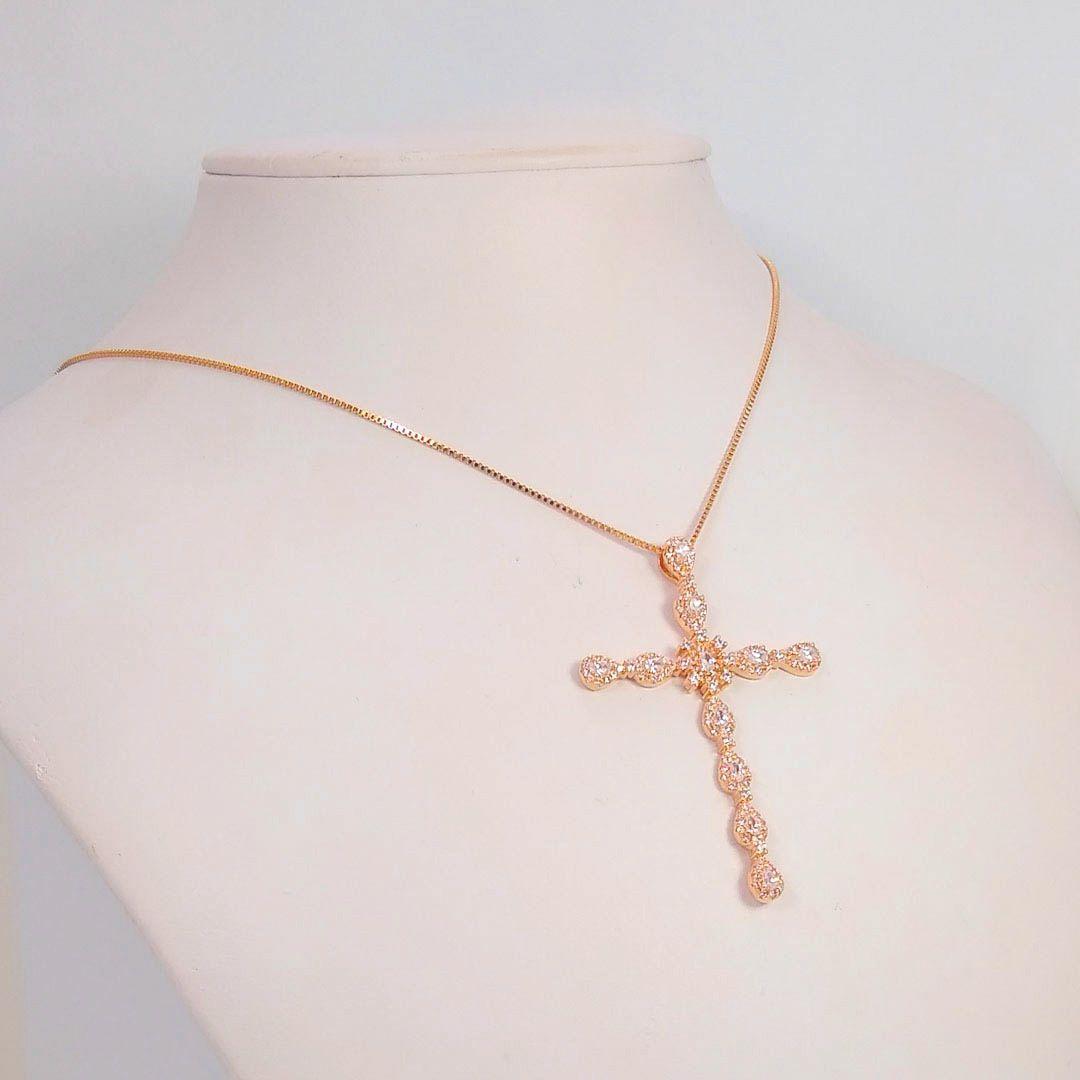 Colar Cruz Grande com Gotas de Zircônia banho Ouro Rosé