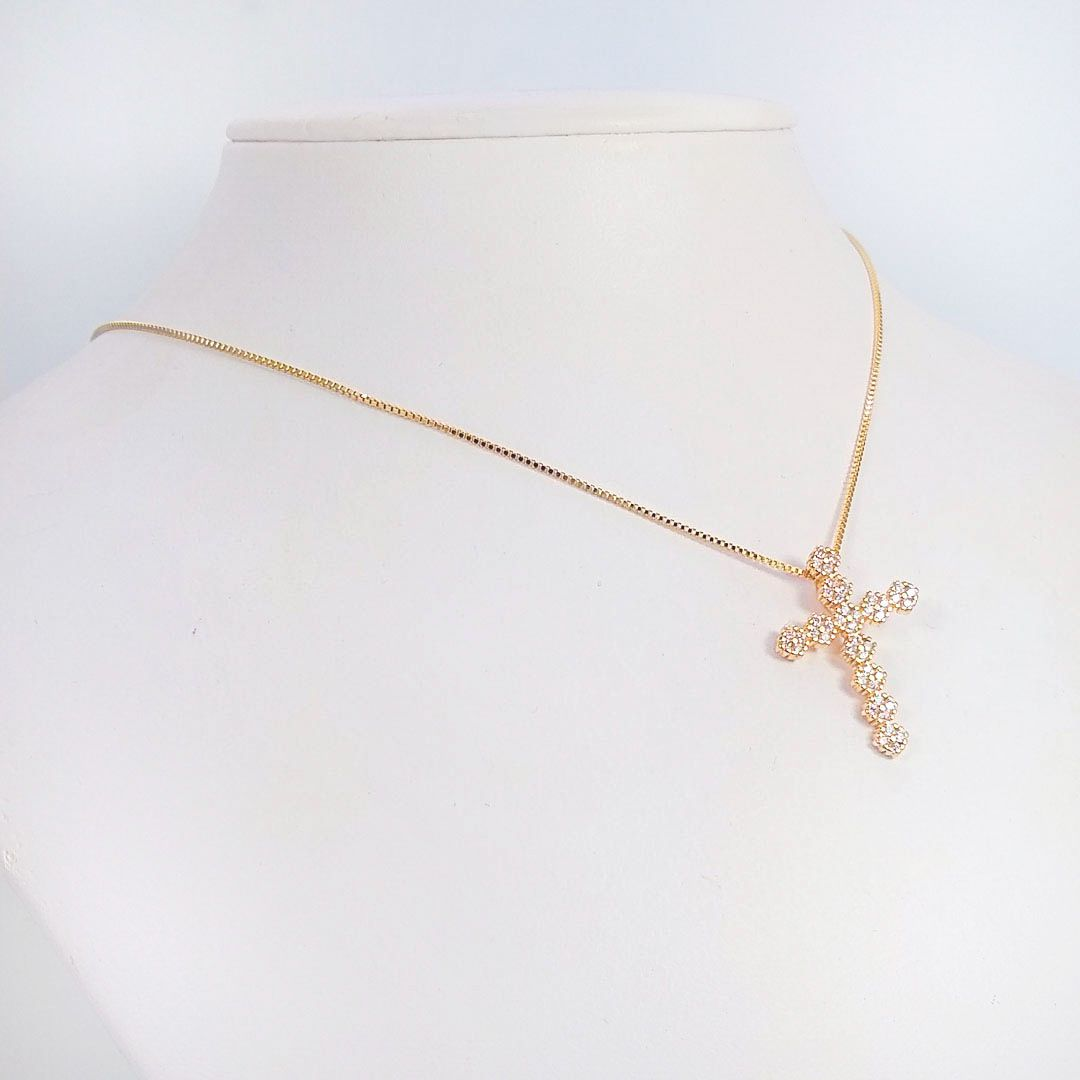 Colar Cruz Pequena com Flores e Zircônia banho Ouro 18k