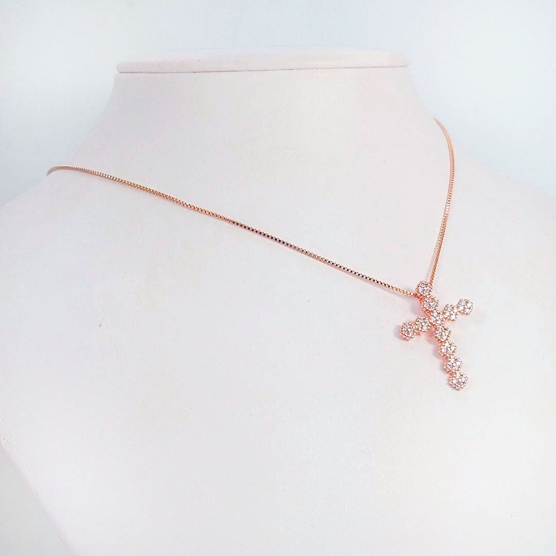 Colar Cruz Pequena com Flores e Zircônia banho Ouro Rosé