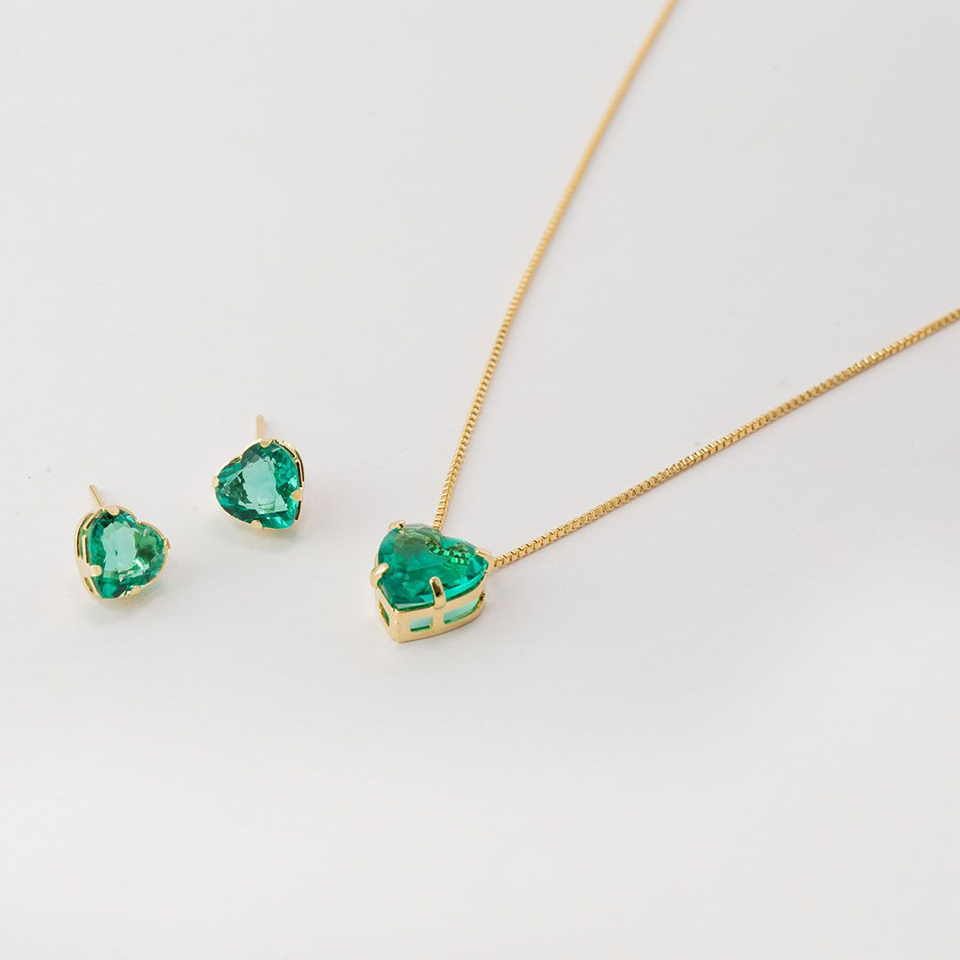 Conjunto de Coração Ponto de Luz Pequeno em Cristal Verde Turmalina com banho em Ouro Amarelo