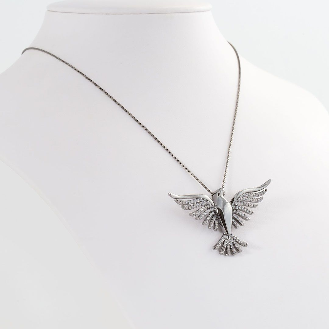 Cordão com Pingente de Pássaro Grande cravejado com Zircônias Brancas com banho em Ródio Negro