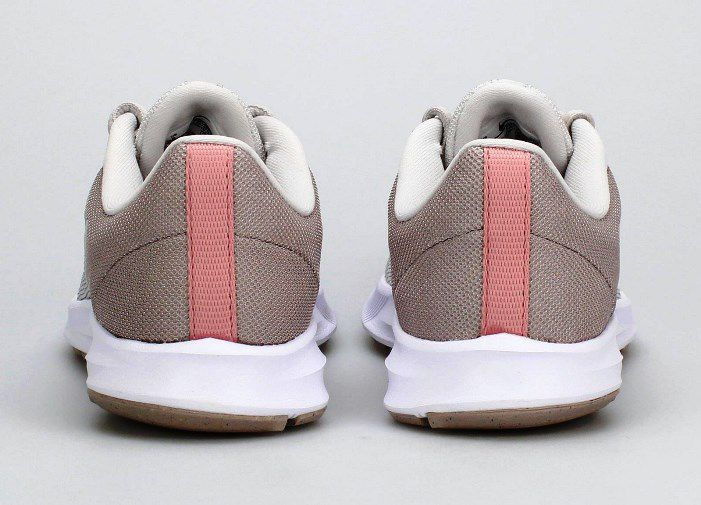 Tênis Nike Downshifter 9 - Feminino - Cinza e Rosa