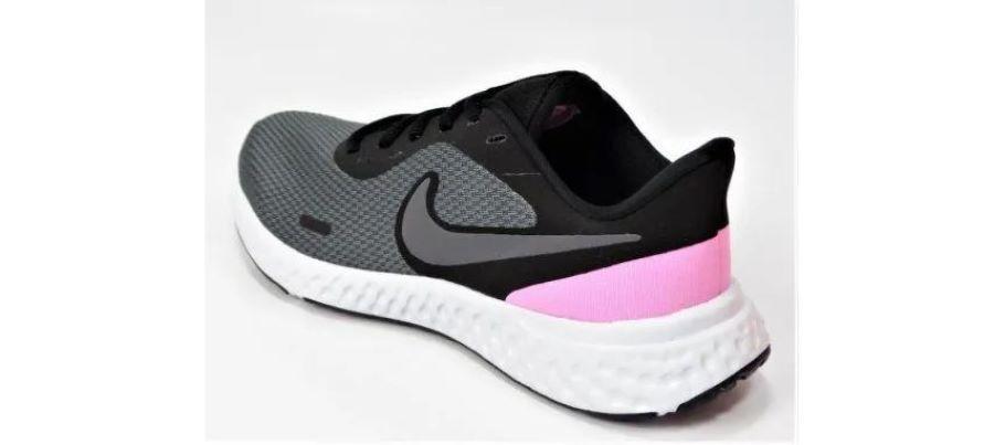 Tênis Nike Revolution 5 - Feminino - Grafite e Rosa