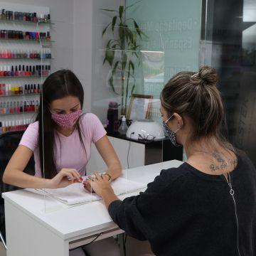 Barreira de Proteção Salivar e Fluidos Nasais Para Manicures e Salões de Beleza