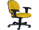 AF 8006-CB Cadeira giratória executiva com braços reguláveis.