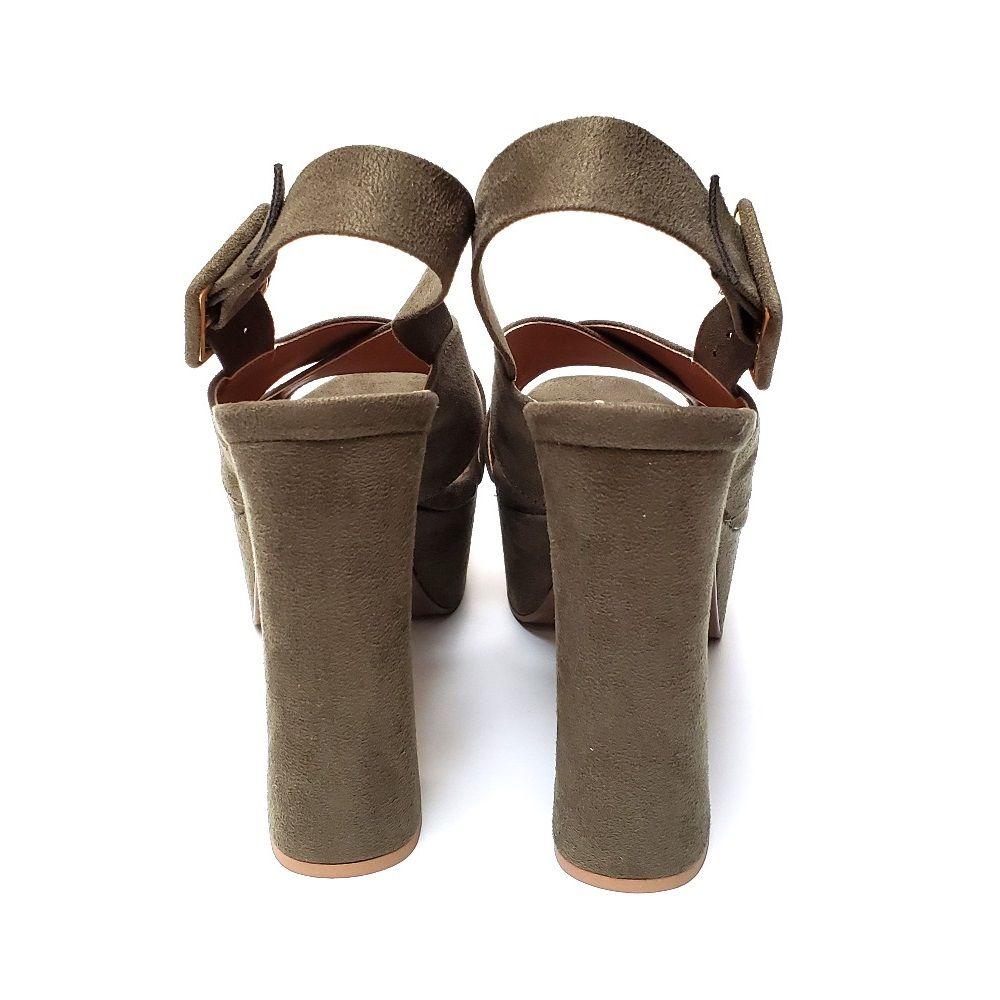 Sandália cruzada com meia pata