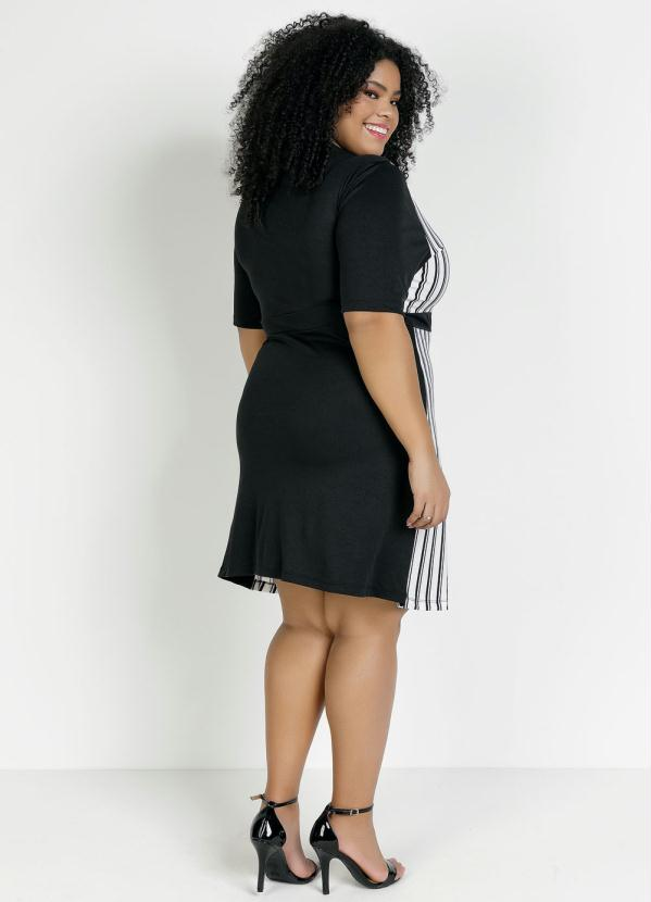 Vestido Curto Preto e  Listrado Plus Size