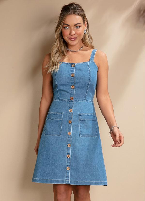 Vestido Jeans Claro Alças com Botões e Bolso