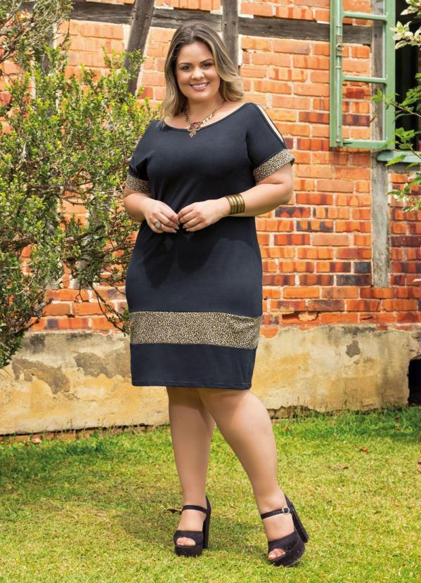 Vestido plus Size Preto com Onça