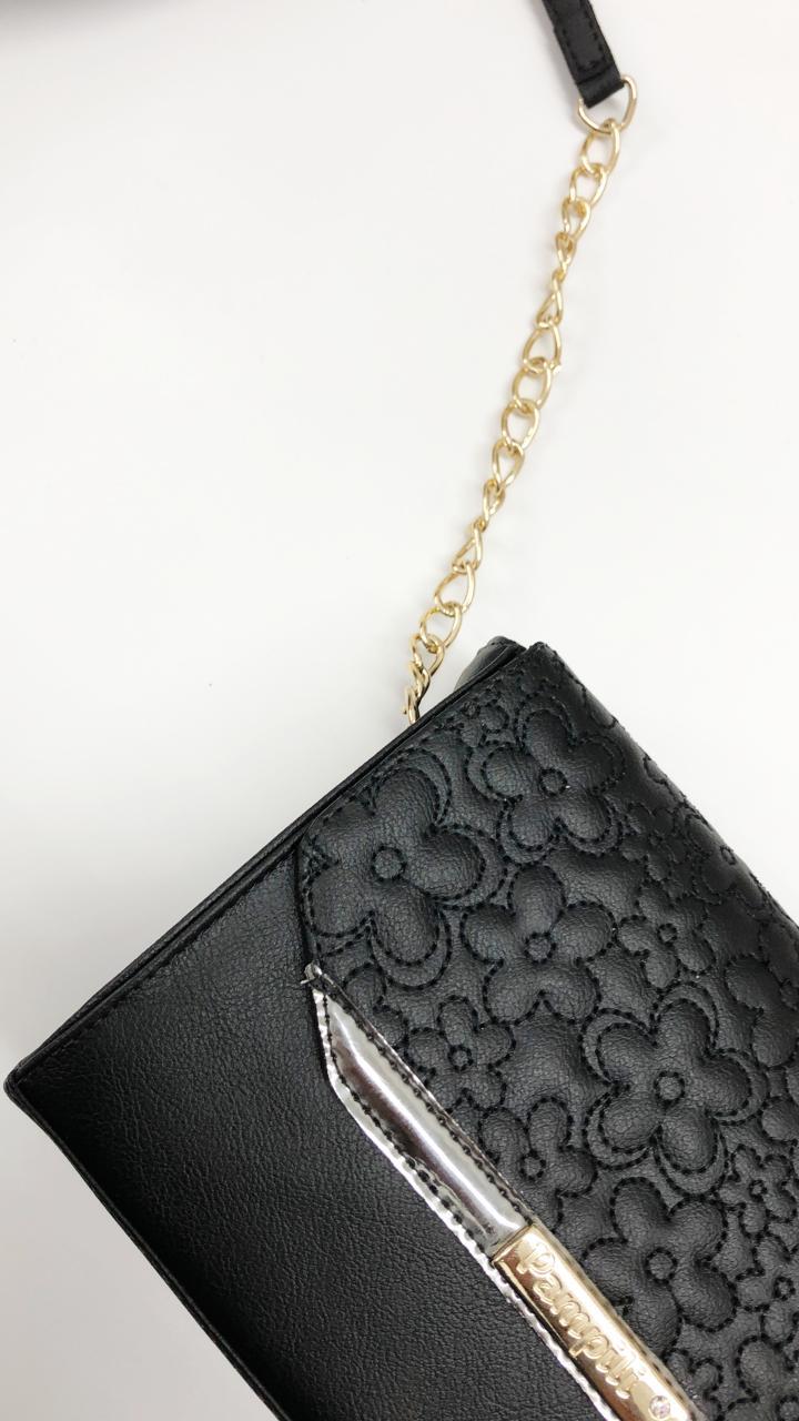 bolsa pampili preta com flores bordada