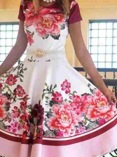Vestido Midi Encanto da Flores Vermelhas - Moda Evangelica