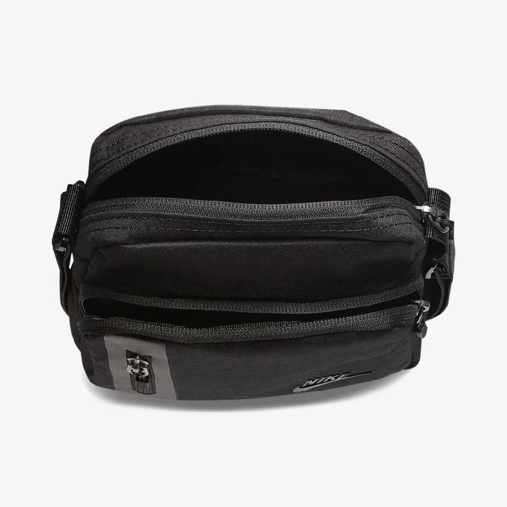 Bolsa Nike Tech (Pequena) - Unissex