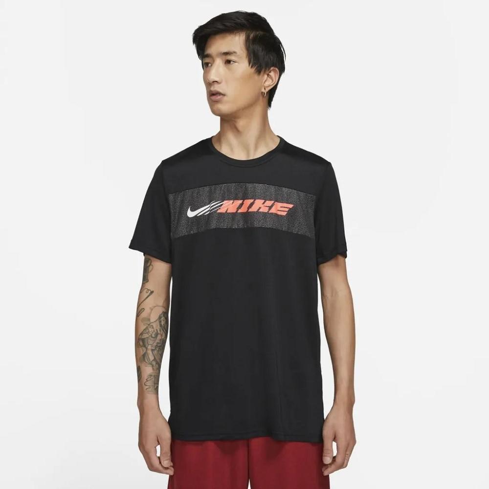 Camiseta Nike Dri-FIT Superset Sport Clash - Preta