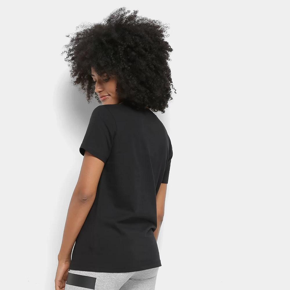 Camiseta Nike Feminina Sportswear Essential - Preta