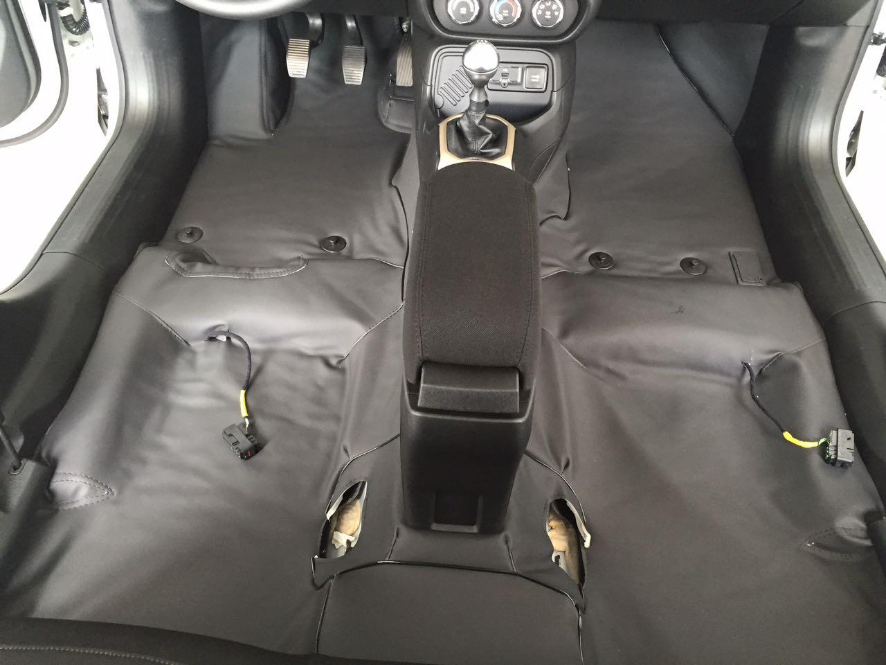 tapete Super Luxo Automotivo Assoalho fiat Doblo cobre ate o porta malas em couro courvin