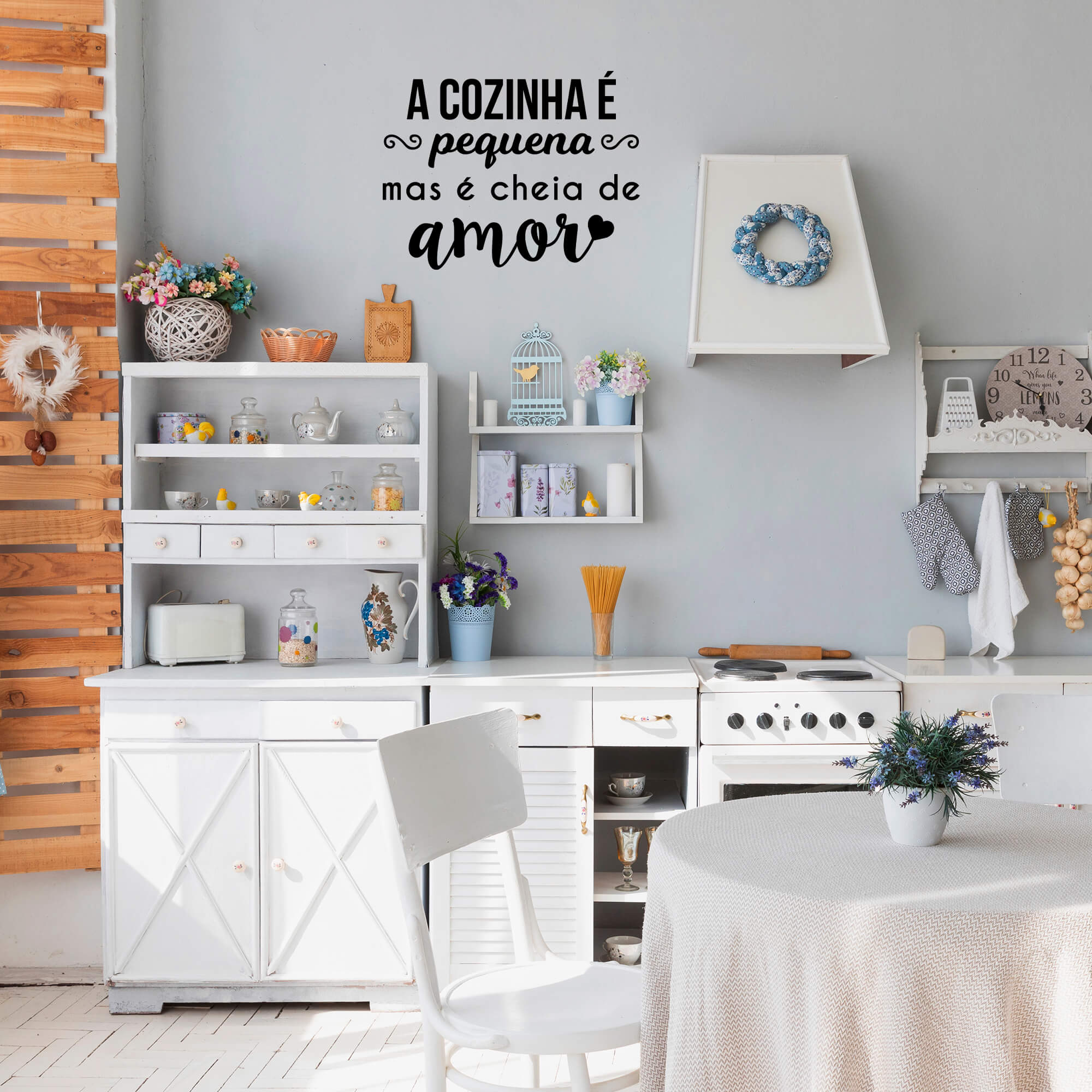 Adesivo Decorativo Frase A Cozinha É Pequena Mas É Cheia de Amor