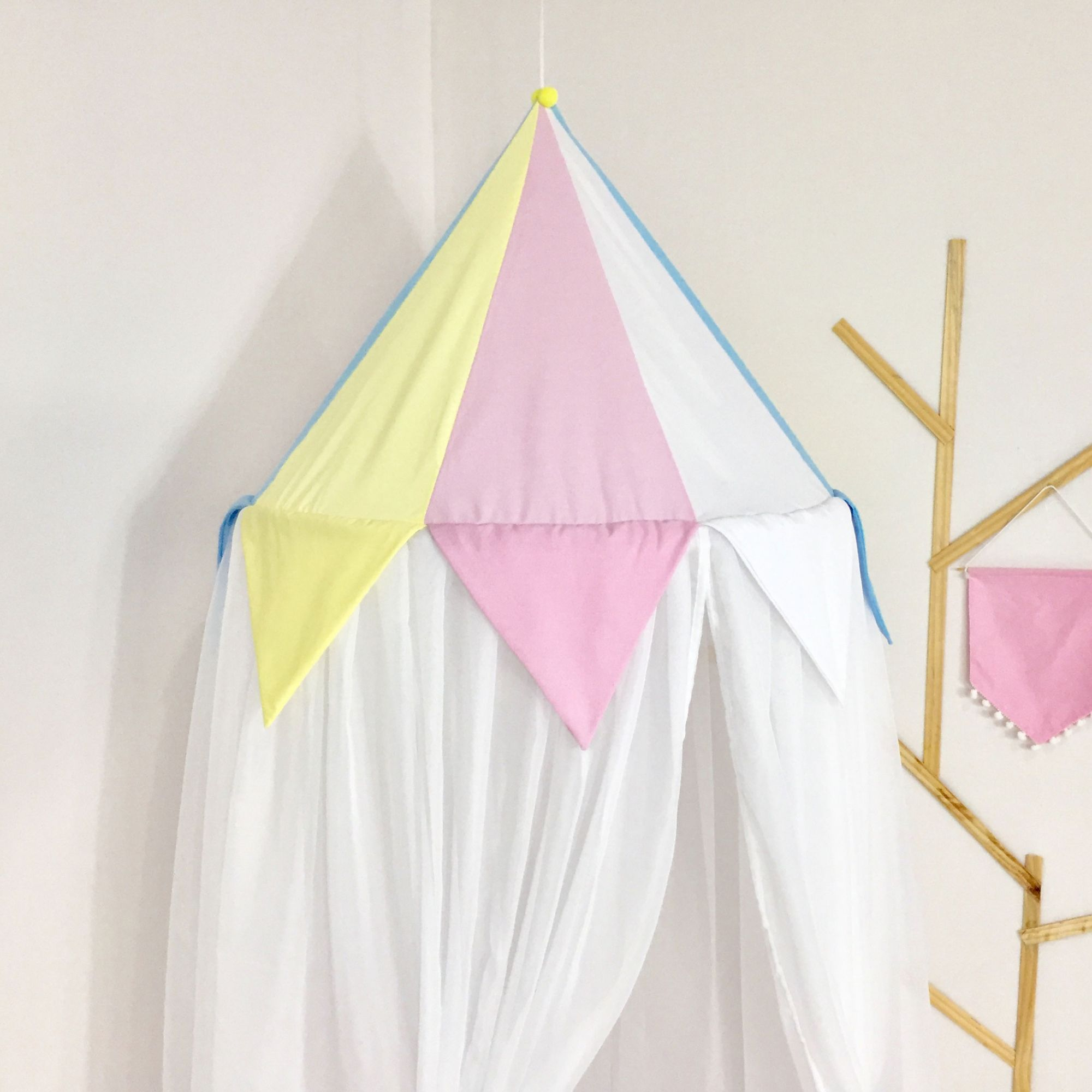 Kit 3 Peças Tenda Cabaninha de Teto Infantil Arco-Íris com Tapete e Almofada Rosa Azul e Amarelo