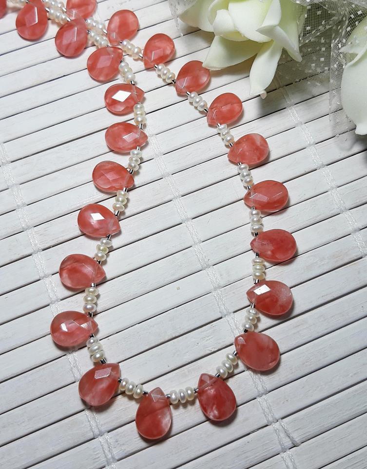 Colar gota quartzo cereja e pérolas naturais