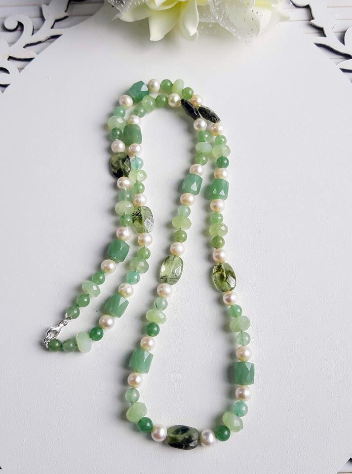 Colar longo pérolas naturais e quartzo verde fecho prata 925 k.