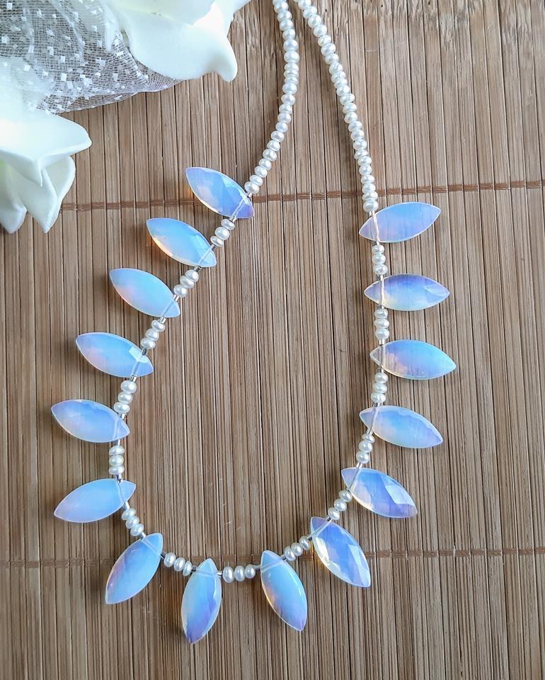 Colar opalina  com mini pérolas naturais