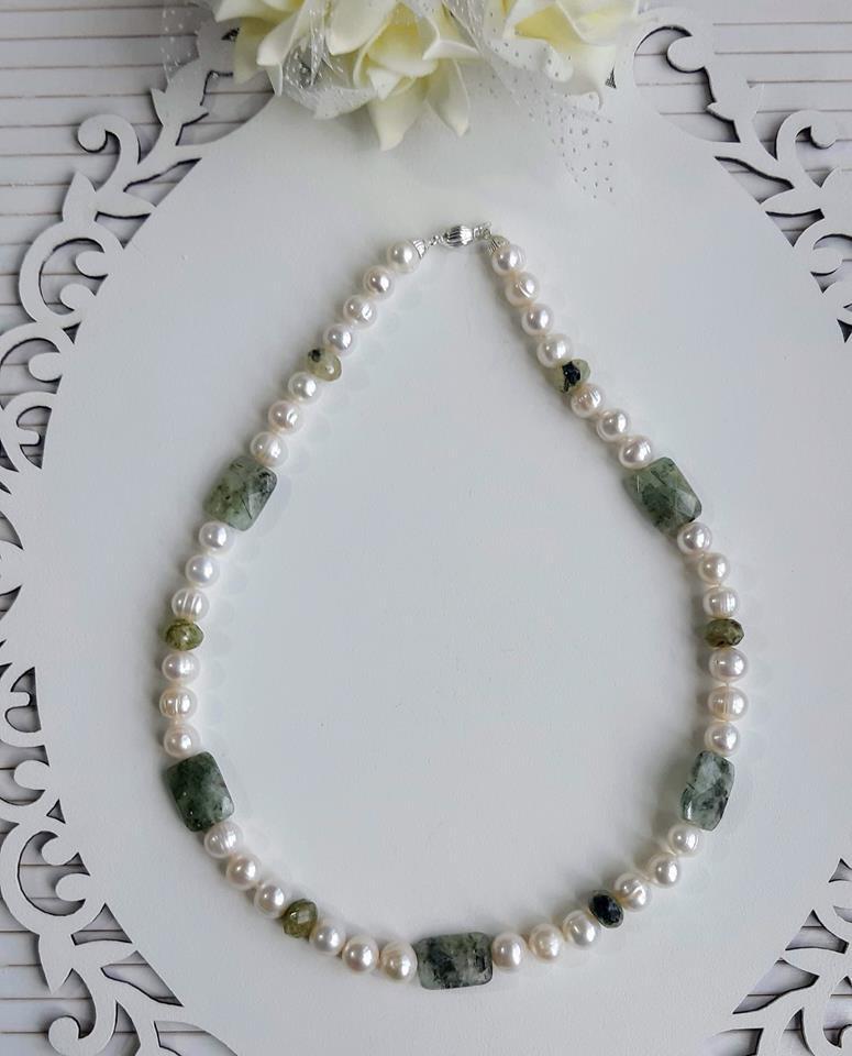 Colar pérolas naturais e quartzo verde rutilado fecho prata 925 k.