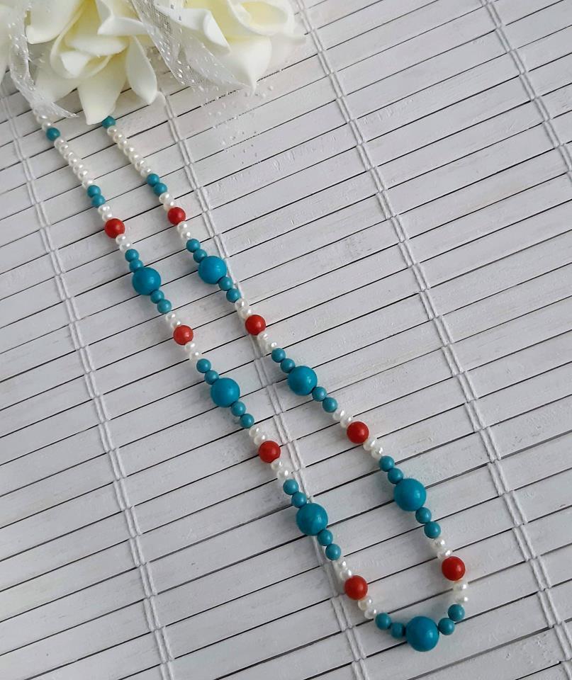 Colar Pérolas naturais  com turquesa e  coral vermelho .