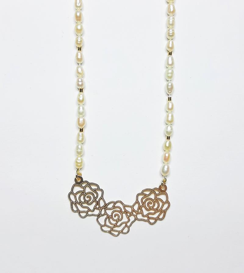 Colar pérolas  naturais pingente Flores folheado Ouro 18k