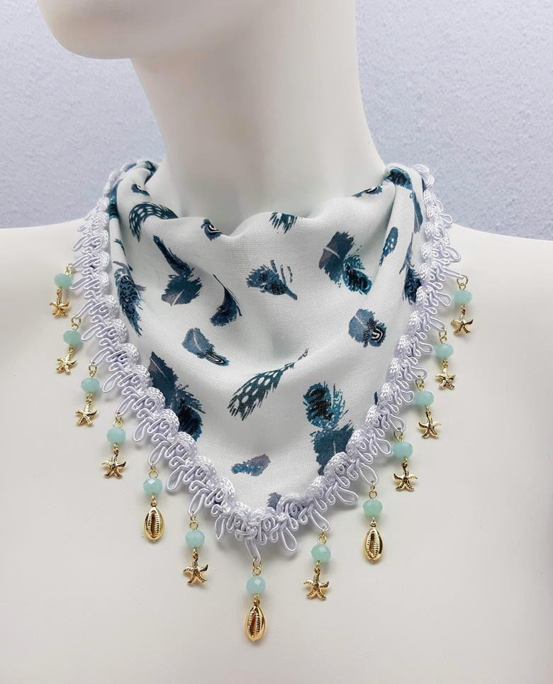 Lenço de pescoço customizado com pingentes e cristais