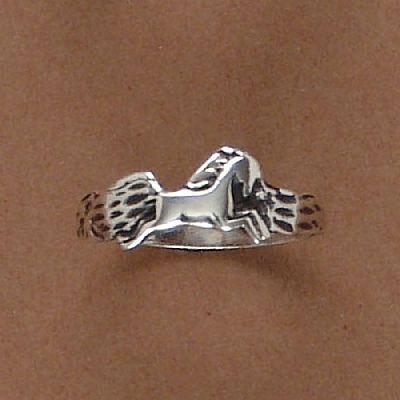 Anel de Cavalo Correndo  - 93184  - Magia das Joias