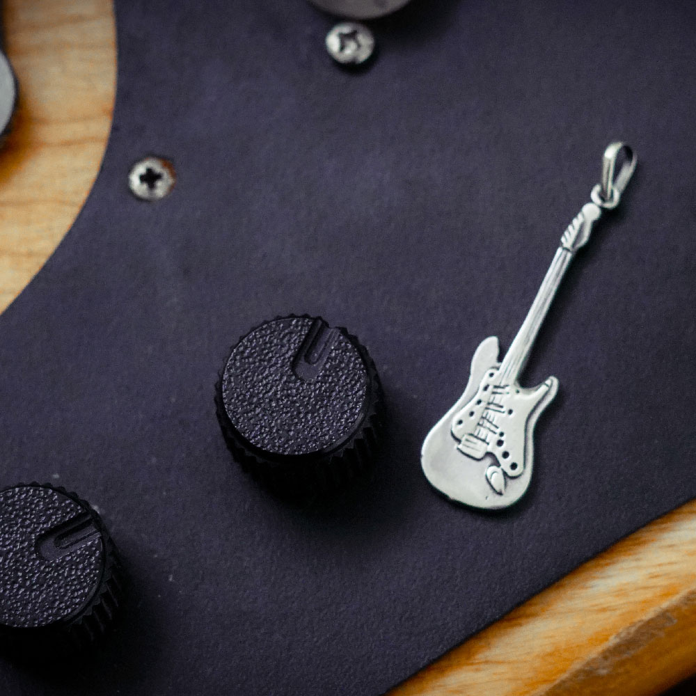 Pingente de Guitarra - 95431  - Magia das Joias