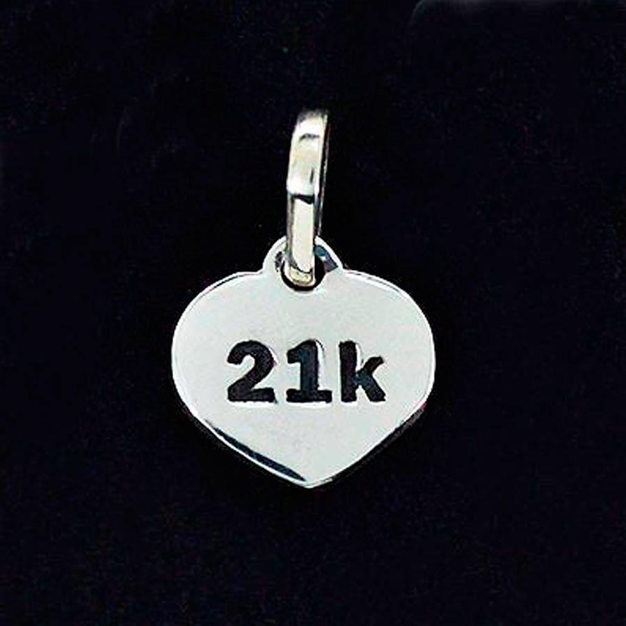 Pingente de Placa de Distância 21K Meia Maratona - 96165  - Magia das Joias