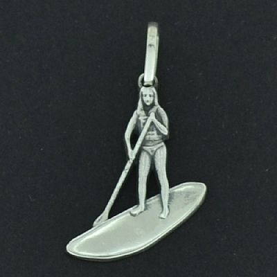 Pingente de Stand-Up Paddle - SUP Feminino PQ - 9748  - Magia das Joias