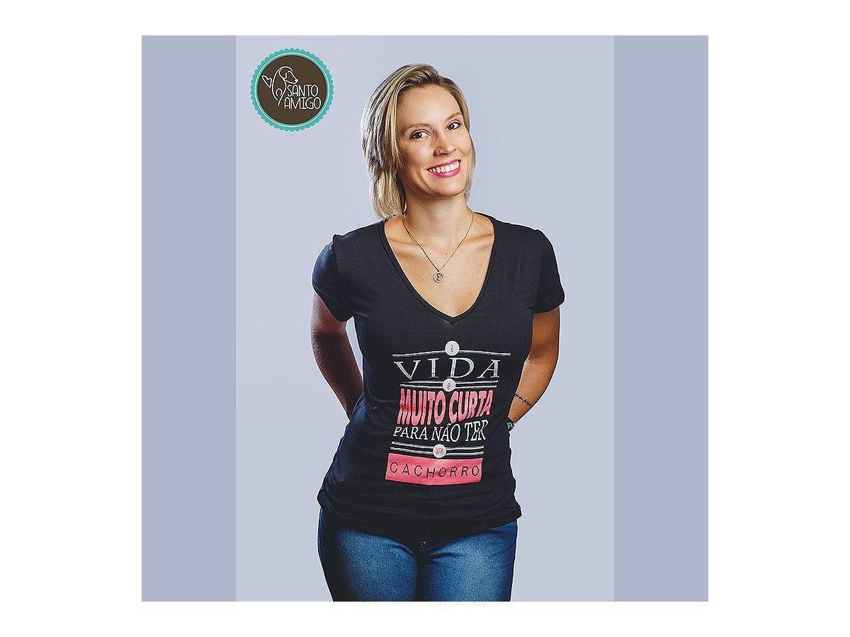 c2a81d90711d Camiseta Santo Amigo A Vida é Muito Curta