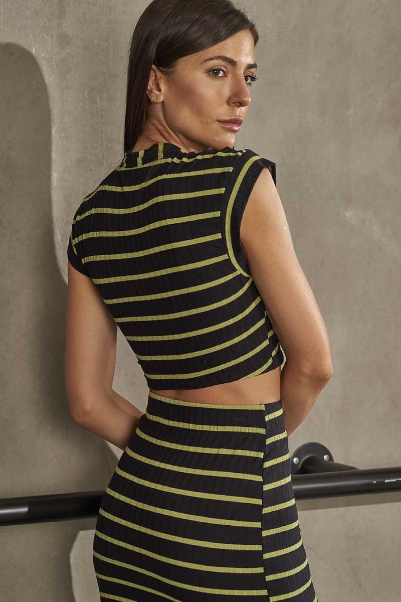 Blusa Cropped Listrado Sport Style Preto Com Verde 465700639 Colcci