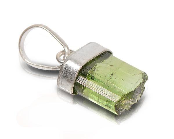Corrente com Pingente de Turmalina Verde em Prata